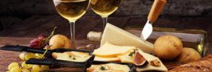 vin blanc avec une raclette